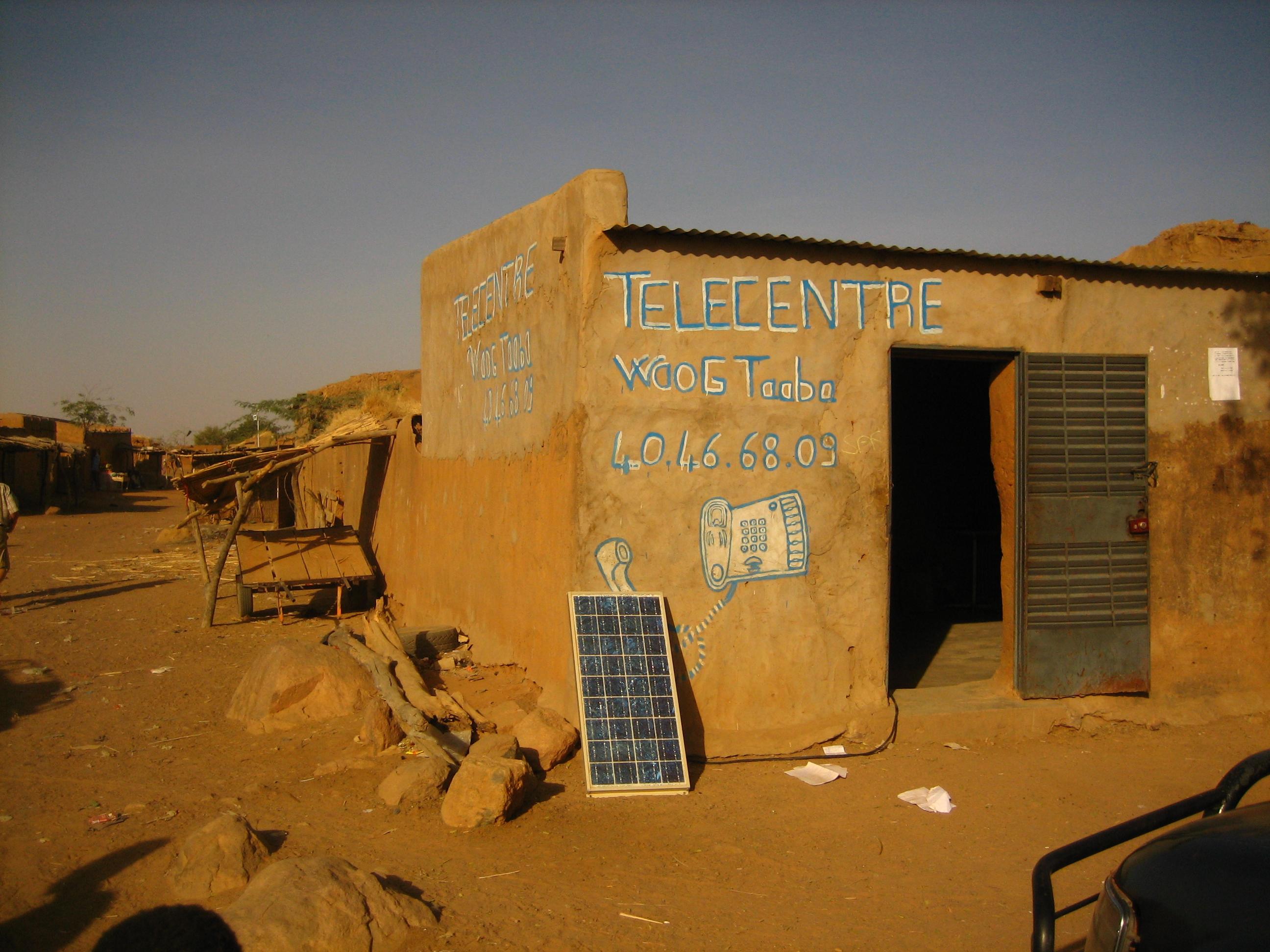 Solcelle foran et telecenter